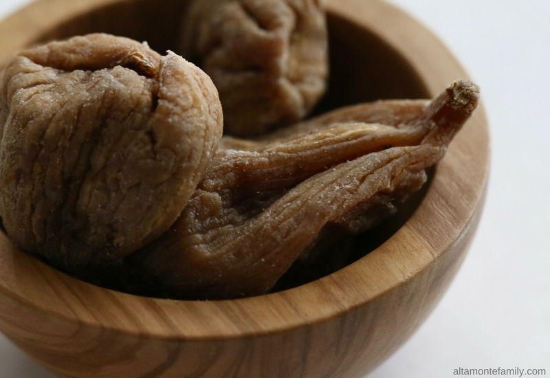 Organic dried golden Calimyrna figs