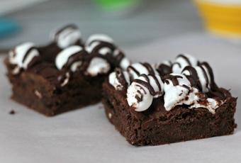 Hot Chocolate Cookie Bars