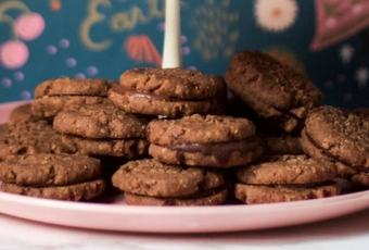 Romany Creams (A South African Cookie)